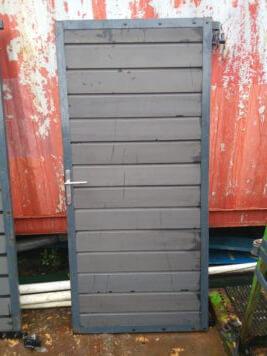 Showtuin gebruikte deur antraciet met rvs beslag en slot • stalen frame inclusief scharnieren • met stapelplanken • 90×200 cm