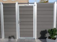 Composiet schutting stapelplanken extra hoog met deur en afdekbalk