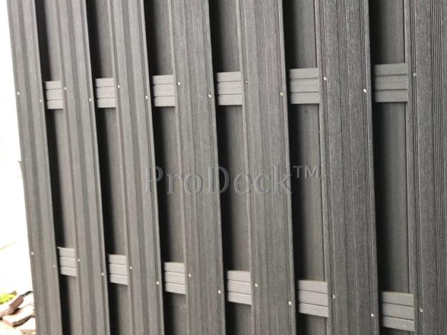 WPC schutting • composiet • antraciet • 4 antracieten composieten dwarsbalken • 180×180 cm gebruikt en stoffig